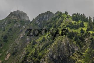 Blick zum Branderschrofen vom Tegelberg bei Füssen im Allgäu.