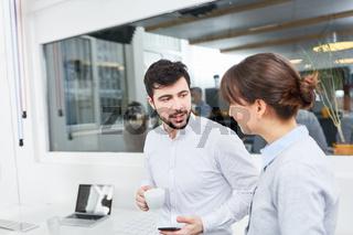 Geschäftsleute machen eine Kaffeepause
