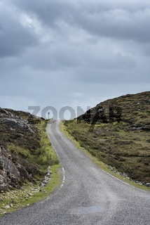 Typische, einspurige Kraftfahrstraße in Großbritannien genannt, Single Track Road