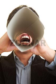 Mann mit Sprachrohr
