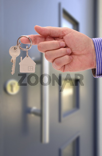 key for new home in hand of real estate agent