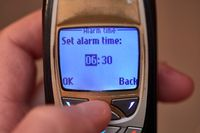 Setting alarm on old cellphone