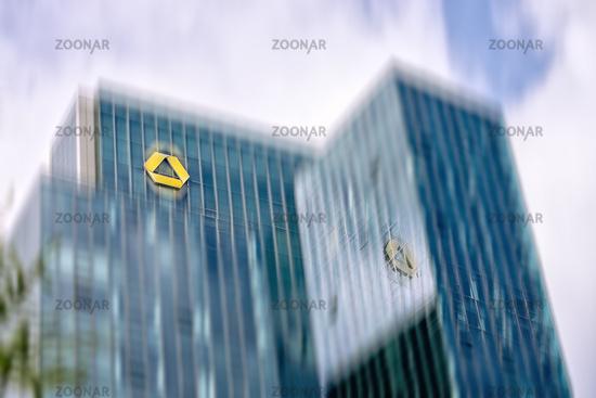 Gallileo Hochhaus in Frankfurt mit Commerzbank Logo