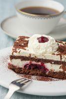 Schwarzwälder Kuchen auf einem Teller