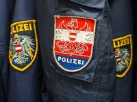 Polizei Uniform und Abzeichen