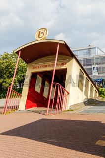 Frankfurt, Bockenheimer Warte. Eingang in die U-Bahn. Mai 2017.