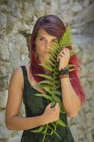 Portrait mit Farnpflanze