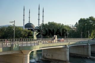 Brücke über den Fluss Sana in Sanski Most, Bosnien