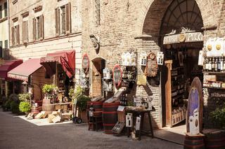 Montepulciano, Läden für Wein, Toskana, Italien