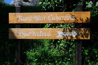 Hinweis Ruine Alter Lichtenstein - Hauffdenkmal Lichtenstein.jpg