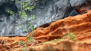 Schichtung von Lava und rotem Tuff an der Südküste von Madeira