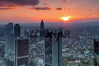 Blick über Frankfurt am Main bei Sonnenuntergang