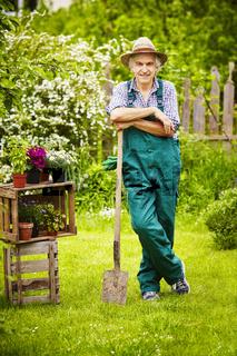 Garden gardener spade straw hat Pause