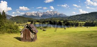 Panorama Landschaft in Bayern mit Karwendelgebirge