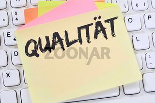 Qualität Erfolg QM Qualitätsmanagement erfolgreich sein Business Konzept Notizzettel