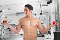 Sport Bodybuilder Bodybuilding essen Diät Fitnessstudio abnehmen fit schlank Apfel Frucht Hamburger