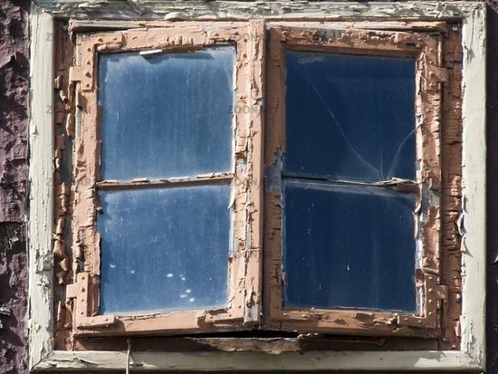 Altes Fenster foto altes fenster mit abblaetternder farbe in einem fachwerkhaus