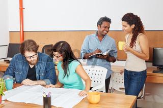 Startup Team in einer Besprechung