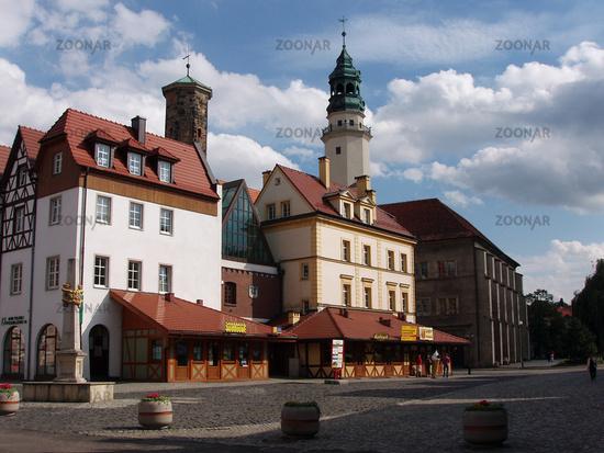 Markt mit Rathausturm und Kraemerturm in Lauban