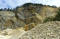 Abbau von Kalkstein in einem Steinbruch, Gänsbrunnen, Kanton Solothurn, Schweiz