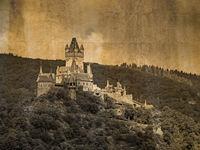 Außenaufnahme der Reichsburg in Cochem an der Mosel im vintage look