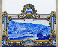Panorama von Pinhao mit Fluss und Weinbergen auf Keramikkacheln, Pinhao, Douro Tal, Portugal