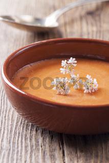 Nahaufnahme einer spanischen Salmorejo-Suppe