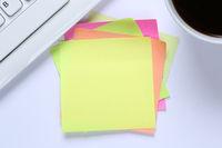 Leerer Notizzettel Zettel Notiz Textfreiraum Copyspace Nachricht Schreibtisch