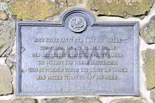 Guss-Schrifttafel an der Fuldaquelle Wasserkuppe Rhön