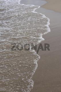 Wellen am Sandstrand