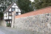 Wiek Haus in der Stadtmauer von Neubrandenburg, Ostdeutschland