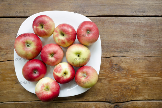 apples on plate