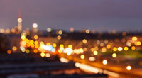 Berlin City bei Nacht als abstrakter Hintergrund