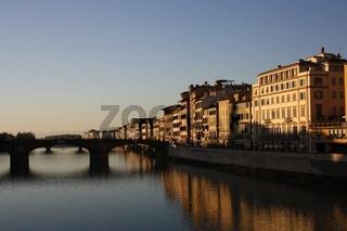 Florenz, Panorama mit Arno und Brücke