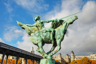 Statue at Bir-Hakeim bridge in Paris