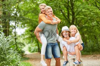 Familie und Kinder haben Spaß