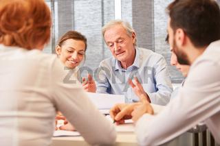Senior Berater mit Kompetenz und Erfahrung