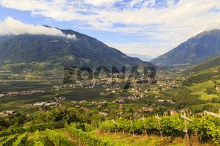 Etschtal in Südtirol bei Meran, Italien, valley of Adige in South Tyrol near Meran, Italy