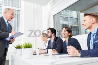 Bewerber und Manager in einer Schulung