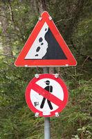 Falling rocks or debris sign