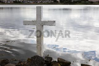 Cross on the lake