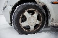 Winterreifen mit Schnee