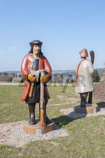 Die legendaeren Raeuber aus dem Mainhardter Wald als Holzskulptur
