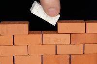 Mauer fertigstellen mit Baustein
