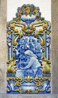 Historische Keramikkachel mit einer Szene aus der Weinernte in der Douro Region, Pinhao, Portugal