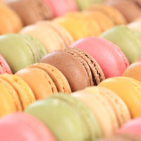 Macarons Macaroons bunte Kekse Nachtisch Dessert aus Frankreich quadratisch
