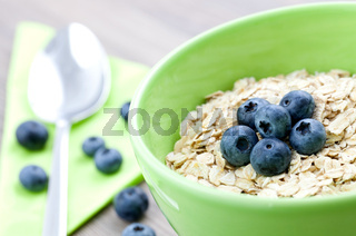 Haferflocken in Schale / oat flakes in bowl