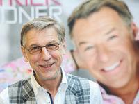 Peter Schäfer (Lebenspartner von Patrick Lindner)  bei einer Autogrammstunde von Patrick Lindner am 13.02.2018 in Magdeburg