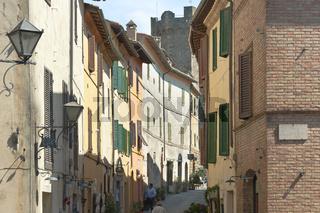 Ansicht der toskanischen Stadt Montalcino, Toskana, Italien,