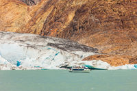 Pleasure boat floats to the glacier